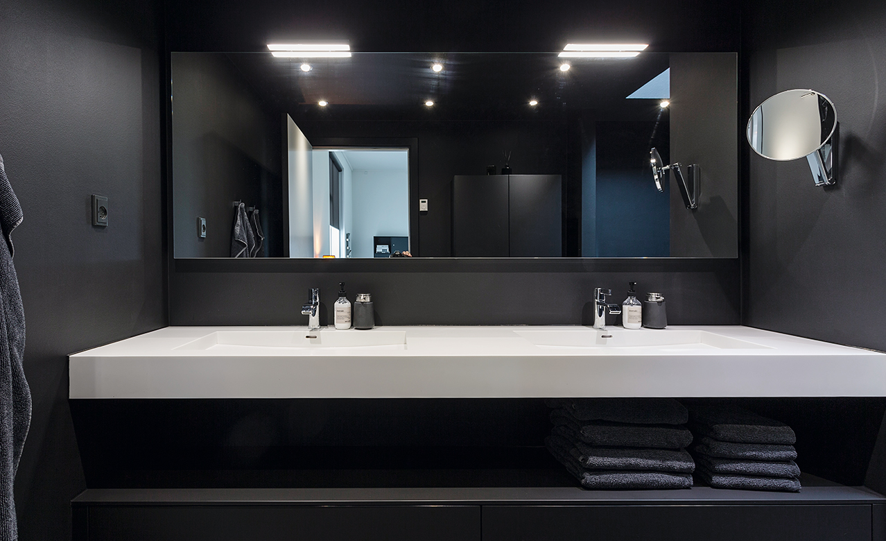 A bathroom in black and white
