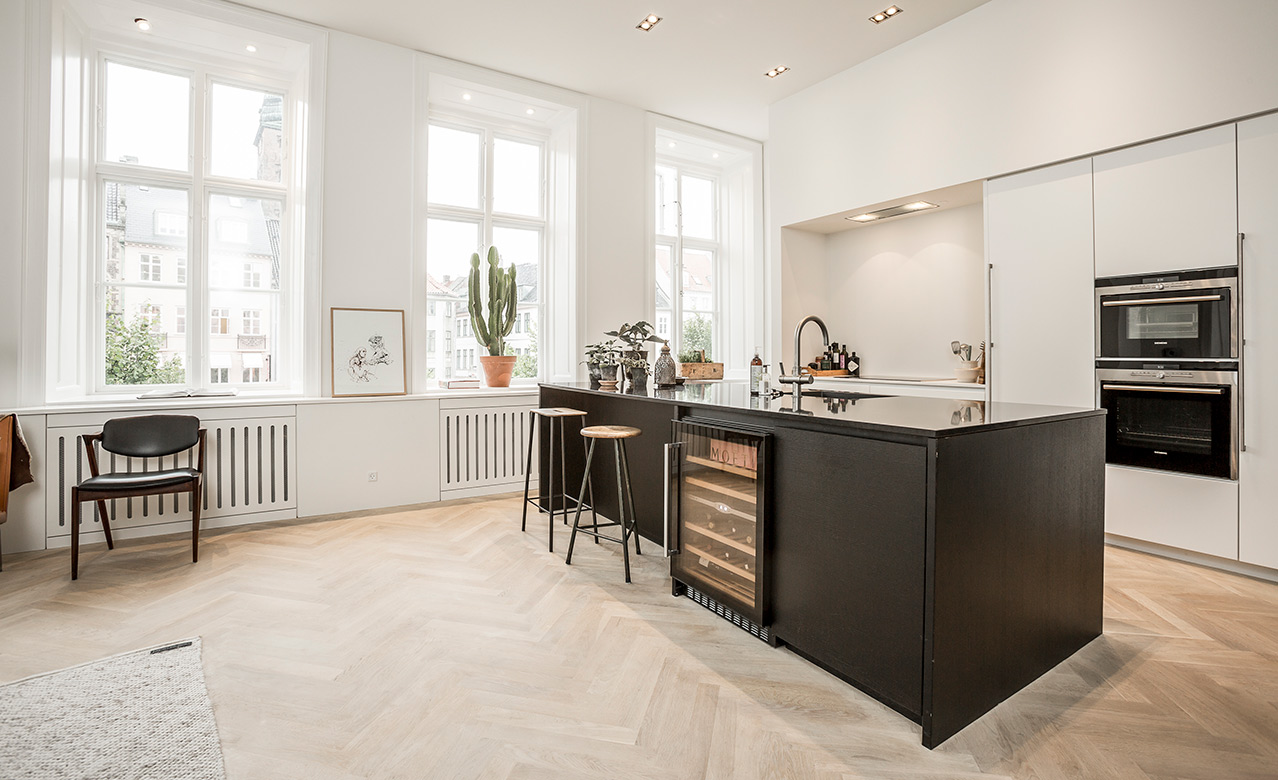 A classic and timeless kitchen at Højbro Plads in Copenhagen