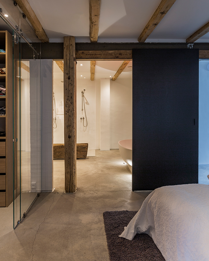 En-suite master bedroom and bathroom in the former warehouse in Denmark
