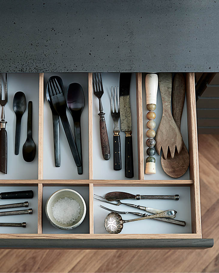 We make all drawers according to traditional carpenter traditions.