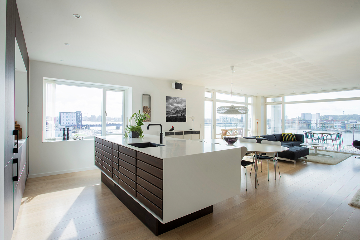 Penthouse with a classic and timeless Form 1 kitchen made form smoked oak and white lacquered wood