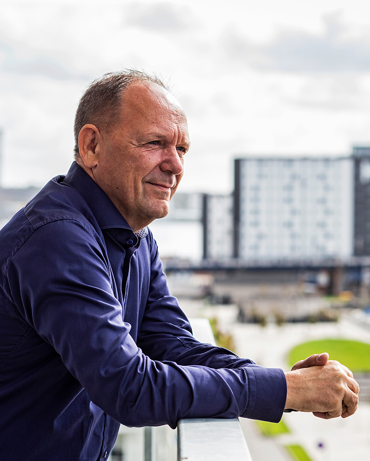 Peter Matthiasen lives in the Nørresundby penthouse with a panoramic view