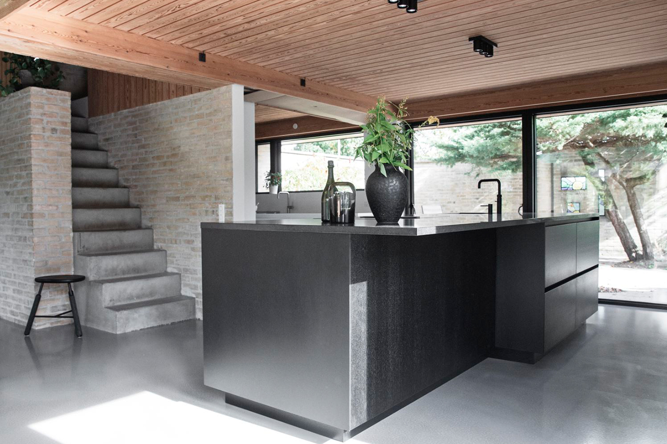 The bespoke kitchen has been designed by architect Piet Rose, Multiform Lyngby