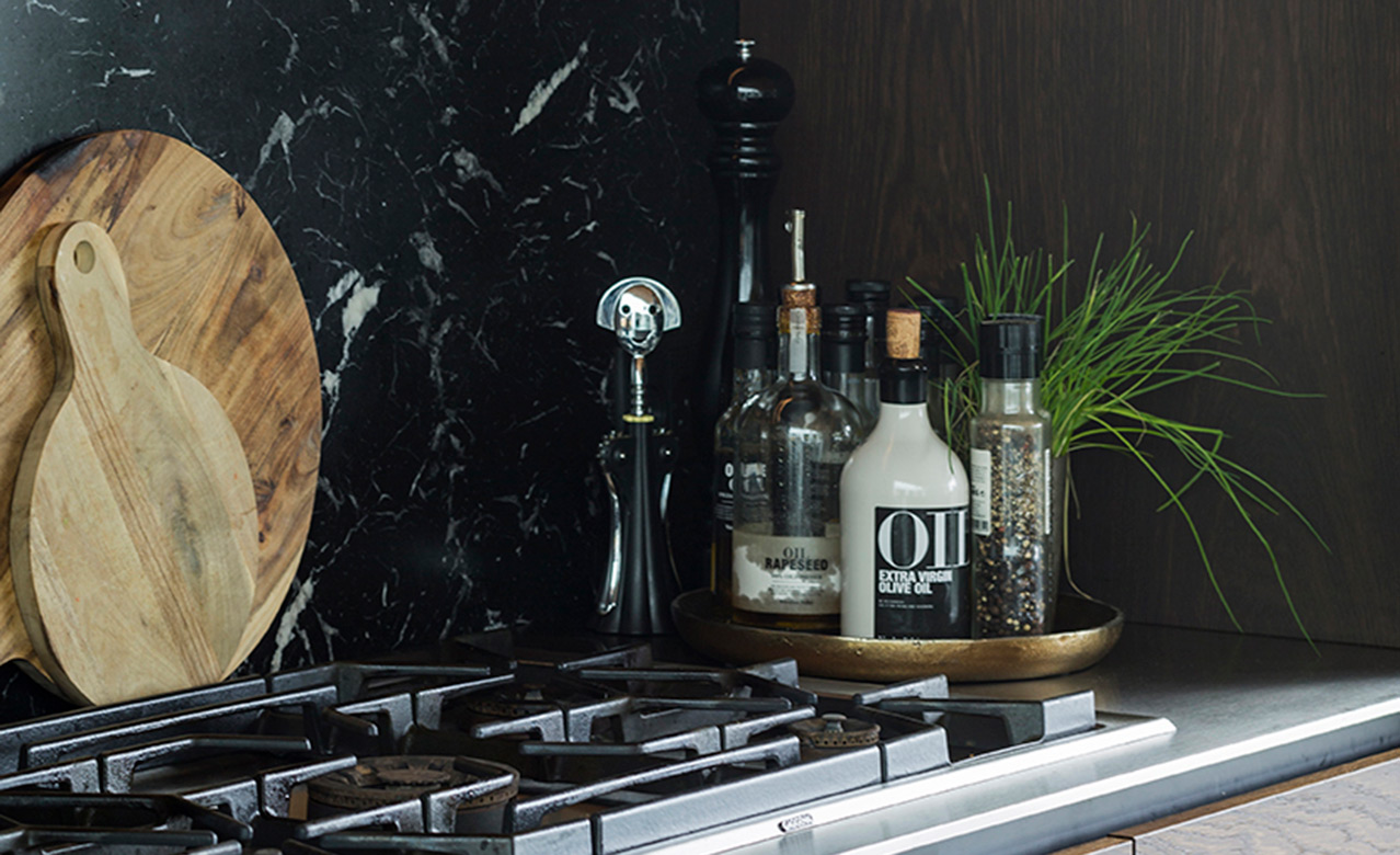 A beautiful marble is used as backsplash in this Multiform design kitchen
