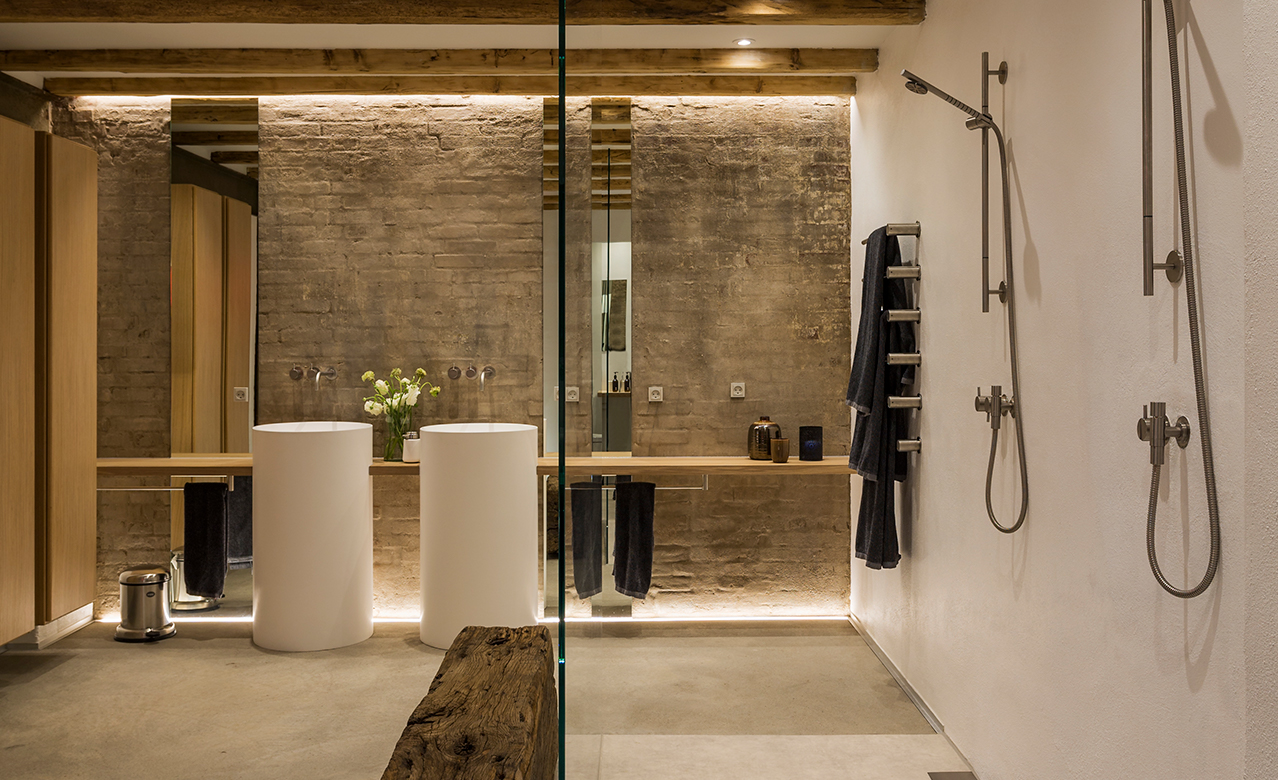 The architect's own bathroom and walk-in in a former warehouse